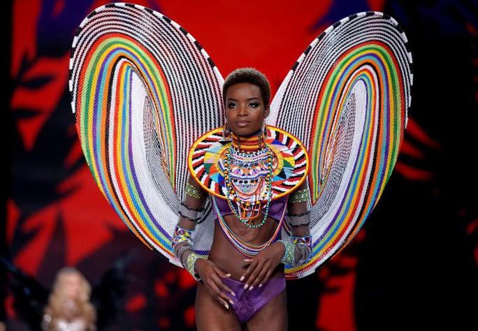 Các thiên thần nội y tung cánh trên sân khấu Thượng Hải - Ảnh 4.
