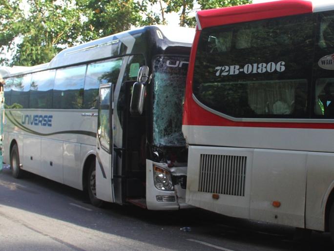 Xe khách đụng nhau trên đèo Bảo Lộc, hơn 80 người hoảng loạn - Ảnh 1.