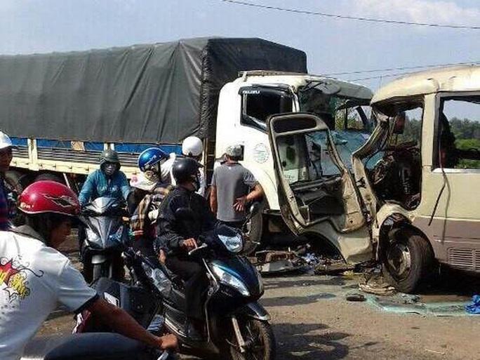 Một vụ tai nạn giao thông nghiêm trọng xảy ra trong Tết Đinh Dậu - Ảnh: Trọng Đức