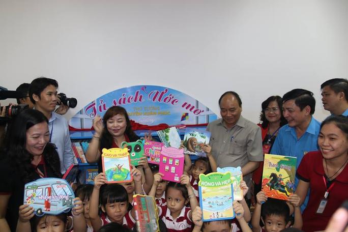 Thủ tướng Nguyễn Xuân Phúc gặp gỡ công nhân lao động Đồng Nai - Ảnh 3.