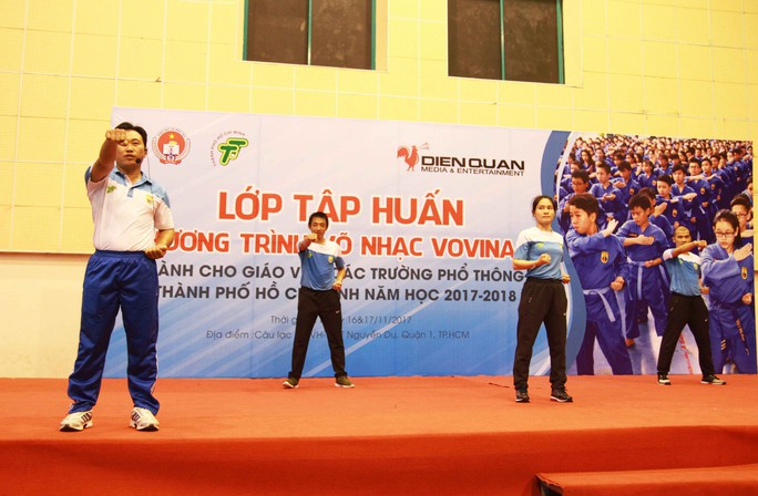 Màn đồng diễn võ nhạc vovinam với gần 500 người - Ảnh 3.
