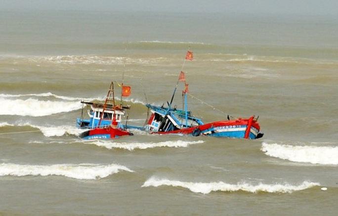 """1 ngư dân Bình Định mất tích sau khi tàu bị """"tàu lạ"""" đâm chìm - Ảnh 1."""