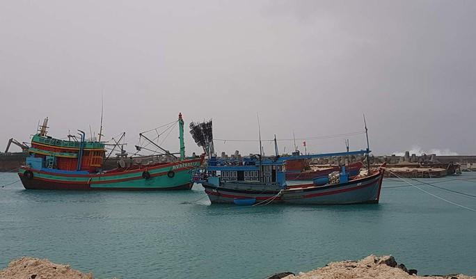 Trường Sa giúp hàng trăm ngư dân chống bão số 16 - Ảnh 1.