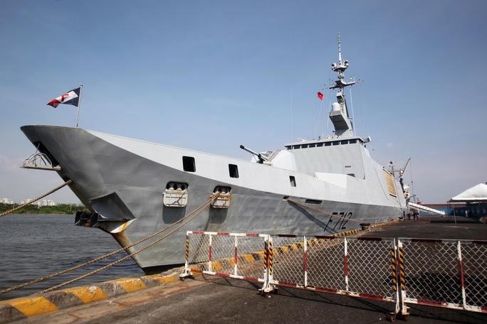 Tàu chiến lớp La Fayette Courbet neo đậu tại Cảng Sài Gòn. Ảnh: Hoàng Triều