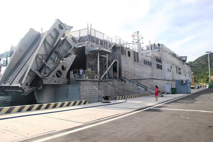 Cận cảnh tàu hải quân Nhật, Mỹ thăm Cam Ranh - Ảnh 9.