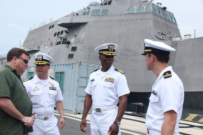Hai chiến hạm cập cảng Cam Ranh - Ảnh 2.