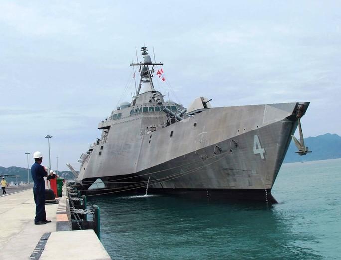 Hai chiến hạm cập cảng Cam Ranh - Ảnh 1.