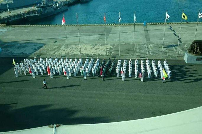 Tàu chiến khắp thế giới đổ về Singapore - Ảnh 5.