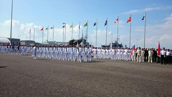 Tàu chiến khắp thế giới đổ về Singapore - Ảnh 6.