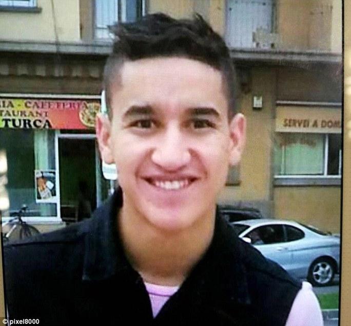 Đào thoát đẫm máu, kẻ lao xe ở Barcelona gục dưới đạn cảnh sát - Ảnh 1.