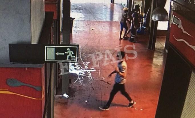 Đào thoát đẫm máu, kẻ lao xe ở Barcelona gục dưới đạn cảnh sát - Ảnh 2.