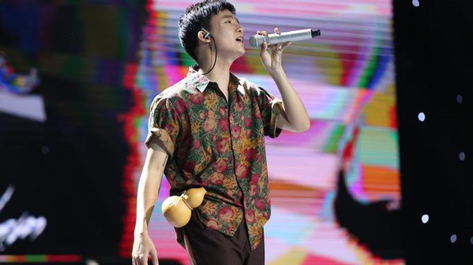 Bùi Công Nam thể hiện ca khúc Chí Phèo trên sân khấu Sing my song