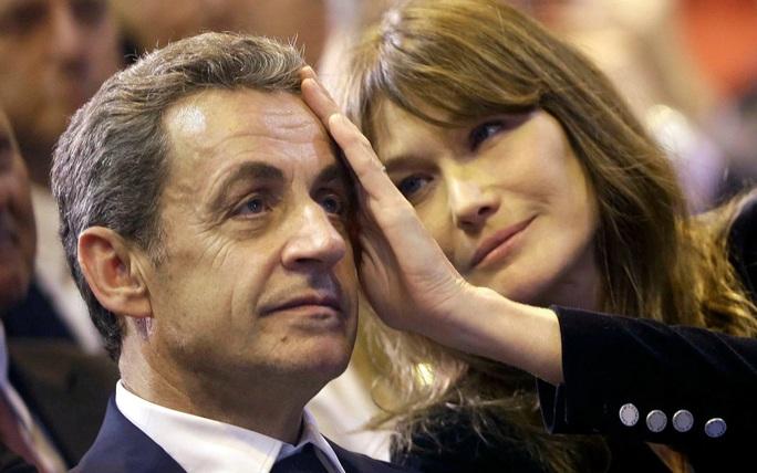 Ba tháng nhậm chức, Tổng thống Macron tốn hơn 30.000 USD trang điểm - Ảnh 2.