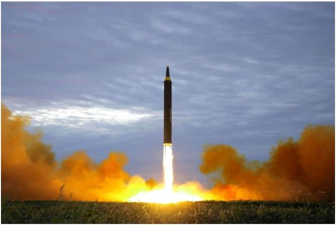 Nỗi lo tên lửa Triều Tiên bắn trúng máy bay dân dụng - Ảnh 1.