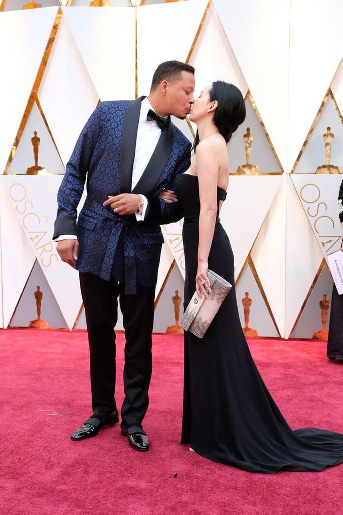 Cặp đôi Terrence Howard và Mira Pak tình tứ trên thảm đỏ