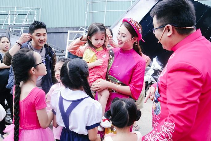 Gia Bảo, Thanh Hiền đem con gái chiêu mộ thí sinh nhí - Ảnh 1.