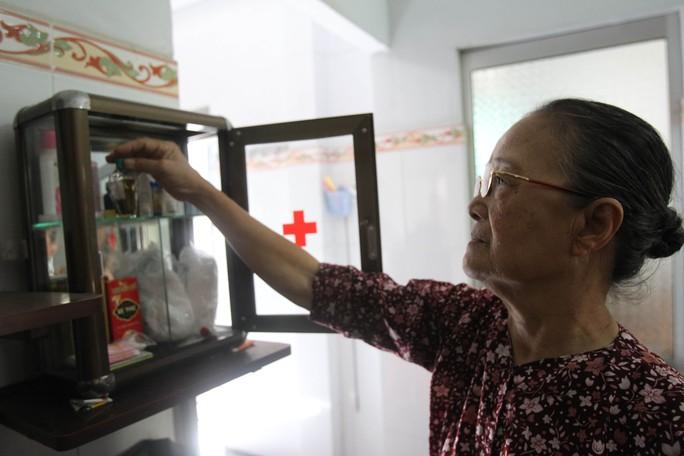 Người cao tuổi không nên tự ý dùng bất cứ loại thuốc giảm đau nào mà mình không rõ Ảnh: HOÀNG TRIỀU