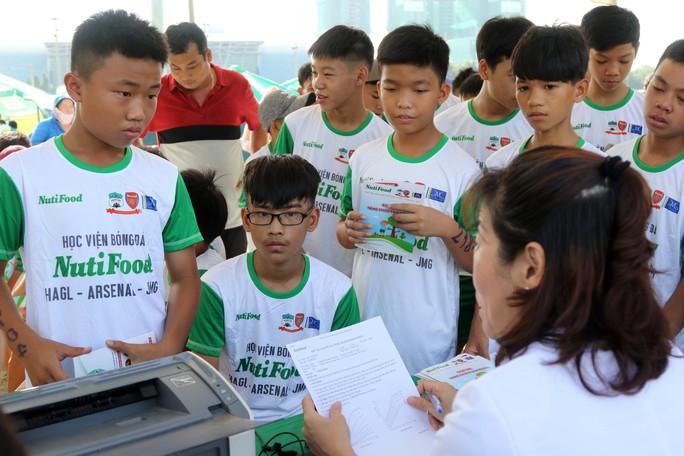Gần 1.000 thí sinh dự tuyển vào khoá 2 Học viện bóng đá Nutifood - Ảnh 5.