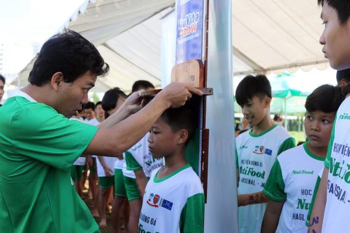 Gần 1.000 thí sinh dự tuyển vào khoá 2 Học viện bóng đá Nutifood - Ảnh 2.