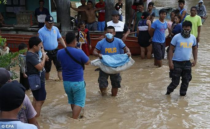 Đang cột thuyền chống bão Tembin, người đàn ông bị cá sấu ăn thịt - Ảnh 4.