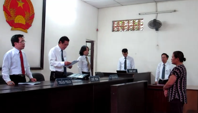 Bị cáo Vân tại phiên phúc thẩm ngày 10-8-2013