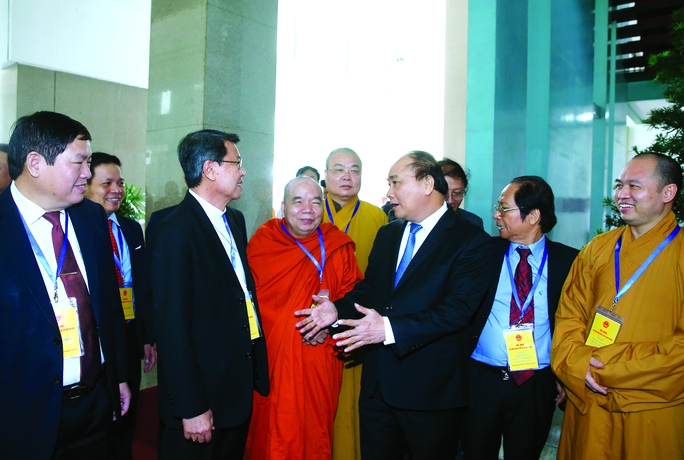 Thủ tướng Nguyễn Xuân Phúc và các chức sắc tôn giáo tại hội nghị các tổ chức tôn giáo vào ngày 19-12-2016 Ảnh: Thống Nhất