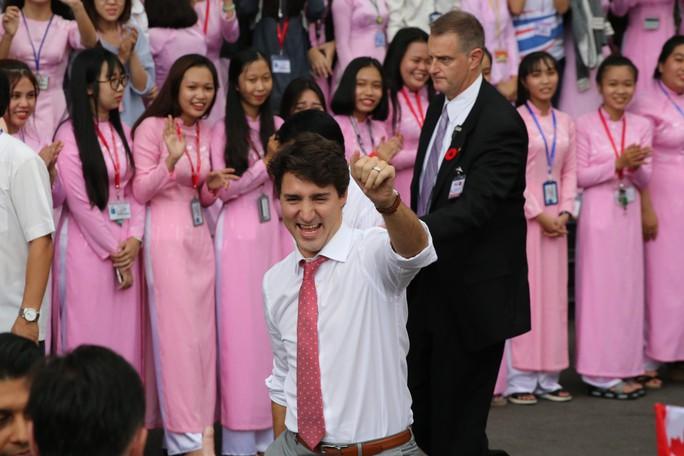 Thủ tướng Canada giao lưu với sinh viên TP HCM - Ảnh 1.