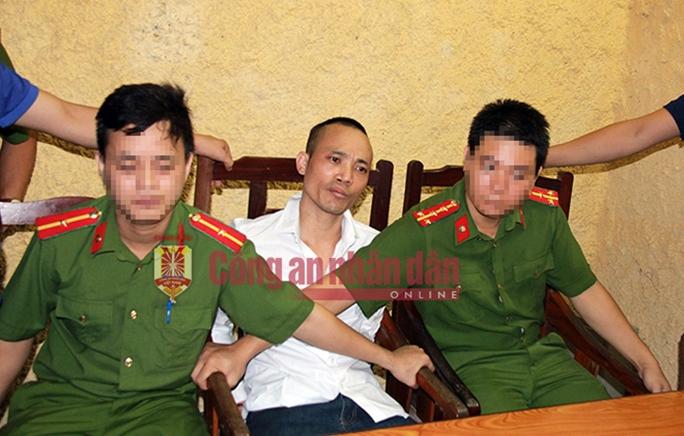 Tử tù Lê Văn Thọ không kịp phản ứng khi cảnh sát đập vỡ kính taxi, khống chế - Ảnh 1.