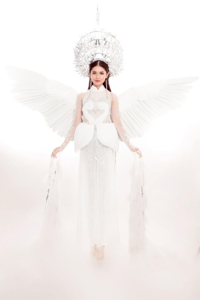 Trang phục dân tộc gây choáng của Thùy Dung ở Hoa hậu quốc tế 2017  - Ảnh 2.