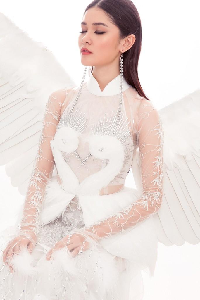 Trang phục dân tộc gây choáng của Thùy Dung ở Hoa hậu quốc tế 2017  - Ảnh 4.