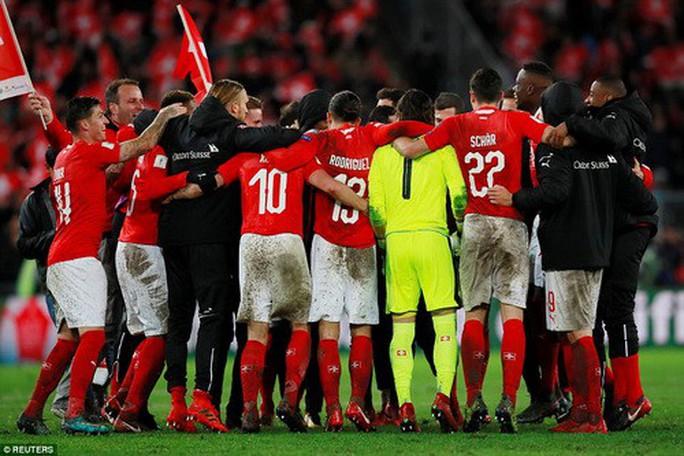 Bắc Ireland khóc hận, Thụy Sĩ đoạt vé dự World Cup - Ảnh 4.