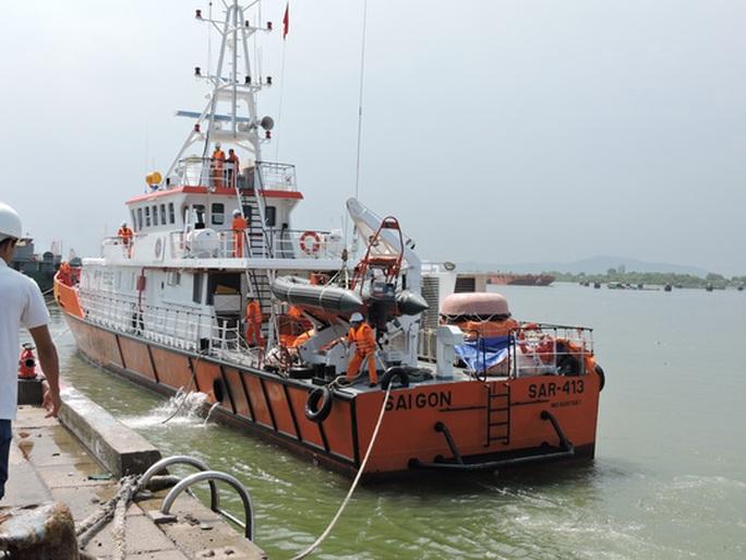4 thuyền viên Việt Nam bị tàu nước ngoài bắn trọng thương - Ảnh 1.