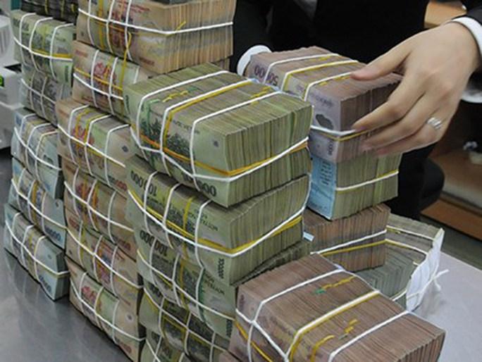 Mỗi năm, nền kinh tế trả 200.000 tỉ đồng lãi suất ngân hàng - Ảnh 1.