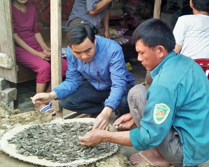 Số tiền cổ gia đình ông Điền phát hiện khi đào móng nhà.