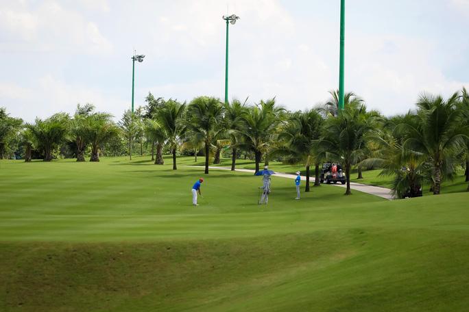 Sân golf trong sân bay: Vô lý, phản cảm - Ảnh 1.