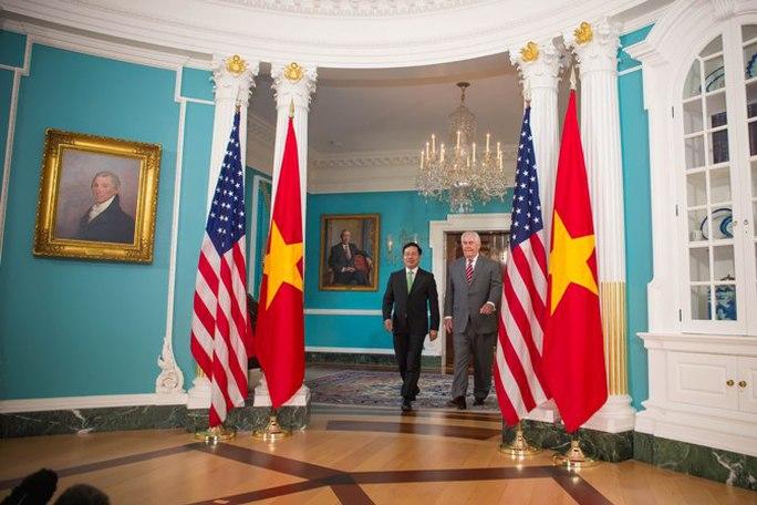 Phó Thủ tướng, Bộ trưởng Bộ Ngoại giao Phạm Bình Minh và Ngoại trưởng Rex Tillerson sau cuộc hội đàm