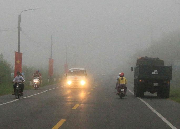 Sương mù xuất hiện dày đặc trên các tuyến đường ở TP Cần Thơ Ảnh: Lê Khánh