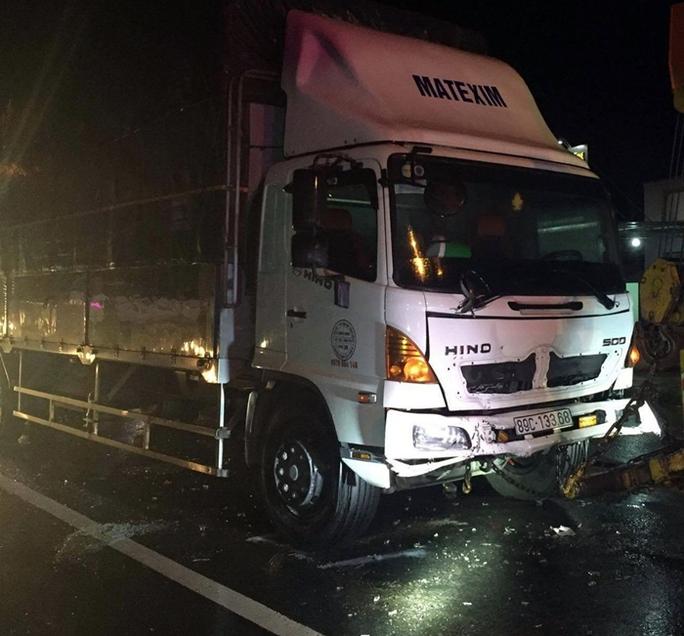 Xe tải tông vào đuôi xe công an, 2 sĩ quan tử nạn - Ảnh 1.