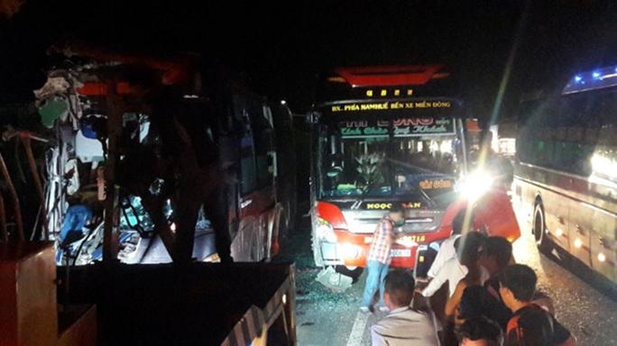 Ba xe giường nằm tông nhau, 3 người tử nạn - Ảnh 3.