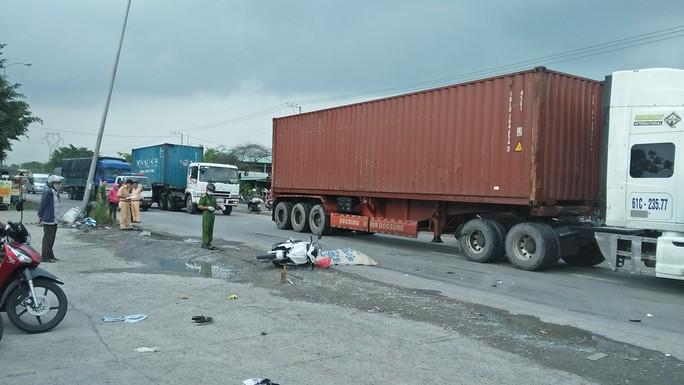 Bị container tông, 2 cha con thương vong sau khi về quê lên - Ảnh 1.