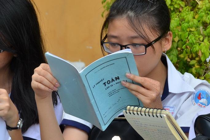 Bộ Giáo dục và Đào tạo nghĩ gì khi cấm dạy ngoài SGK? - Ảnh 1.