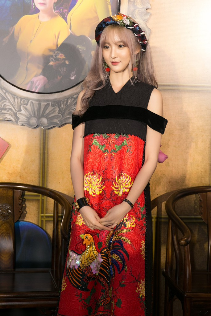 Dàn sao Việt xúng xính áo dài lên thảm đỏ - Ảnh 2.