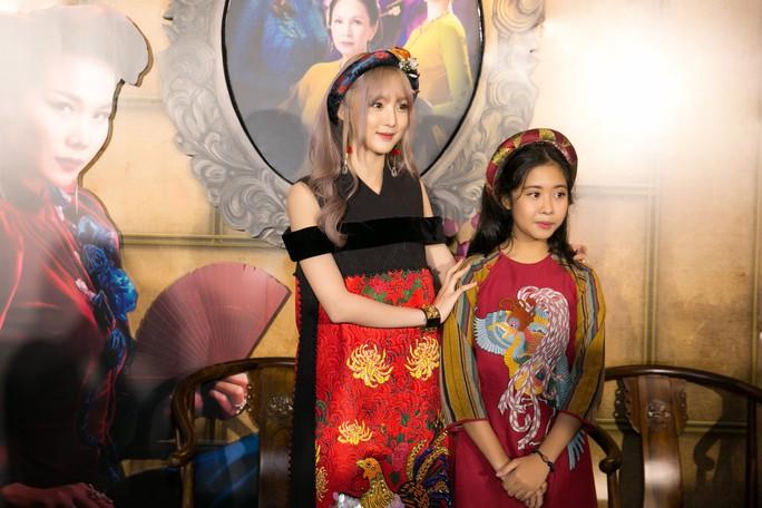Dàn sao Việt xúng xính áo dài lên thảm đỏ - Ảnh 1.