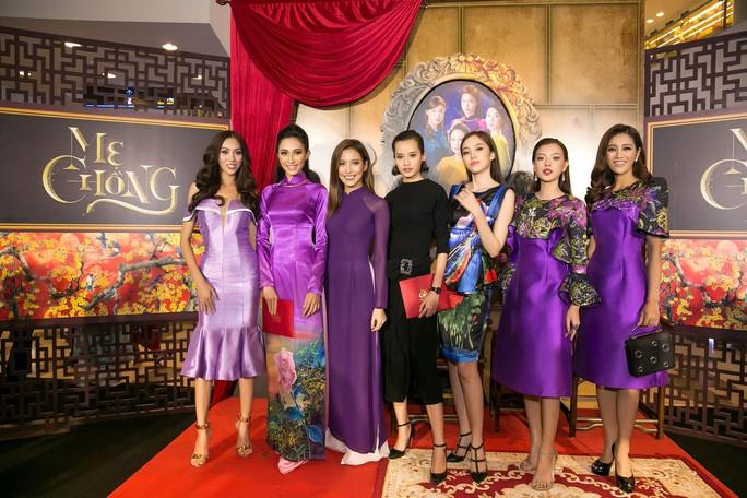 Dàn sao Việt xúng xính áo dài lên thảm đỏ - Ảnh 6.