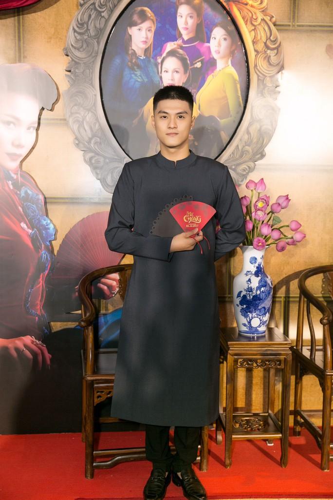 Dàn sao Việt xúng xính áo dài lên thảm đỏ - Ảnh 11.