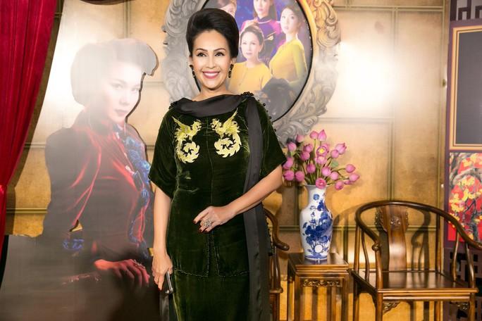 Dàn sao Việt xúng xính áo dài lên thảm đỏ - Ảnh 14.