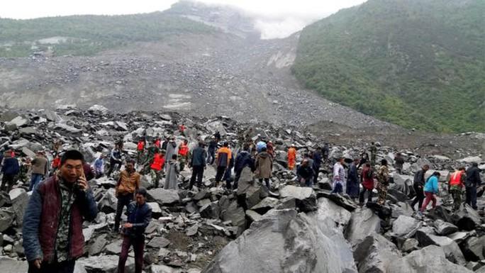 Lở đất dữ dội ở Trung Quốc - Ảnh 3.