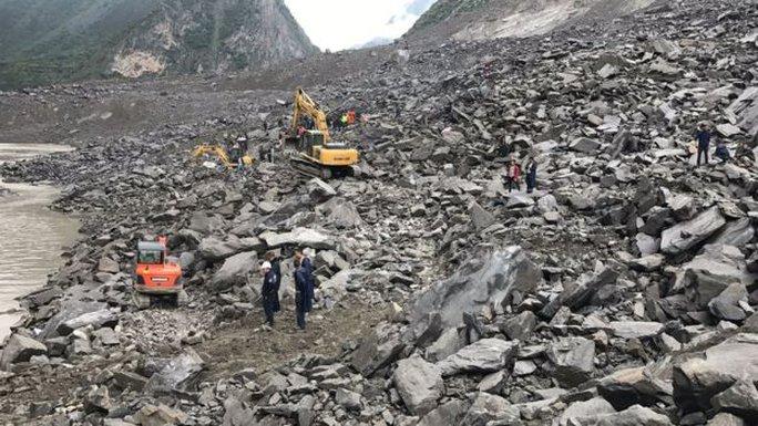 Lở đất dữ dội ở Trung Quốc - Ảnh 5.