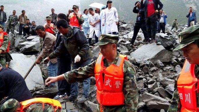 Lở đất dữ dội ở Trung Quốc - Ảnh 4.