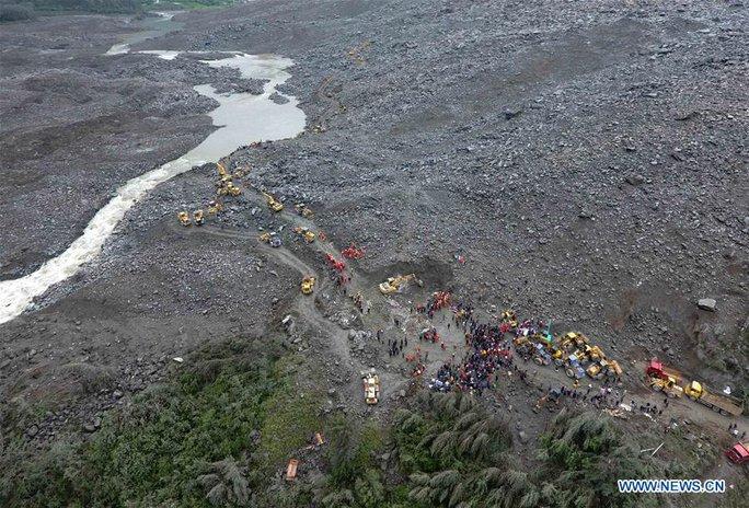 Lở đất dữ dội ở Trung Quốc - Ảnh 7.